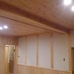 壁板、天井板にも小国杉を使っていただいております。
